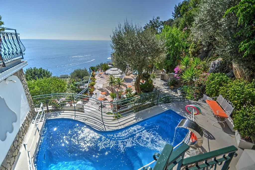 Vista sulla piscina di Positano Villa Sleeps 8 Pool Air Con WiFi o su una piscina nei dintorni