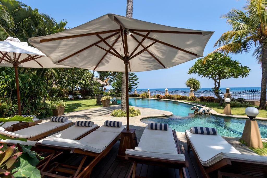 Piscine De Lu0027établissement Villa Bahagia Bali Ou Située à Proximité