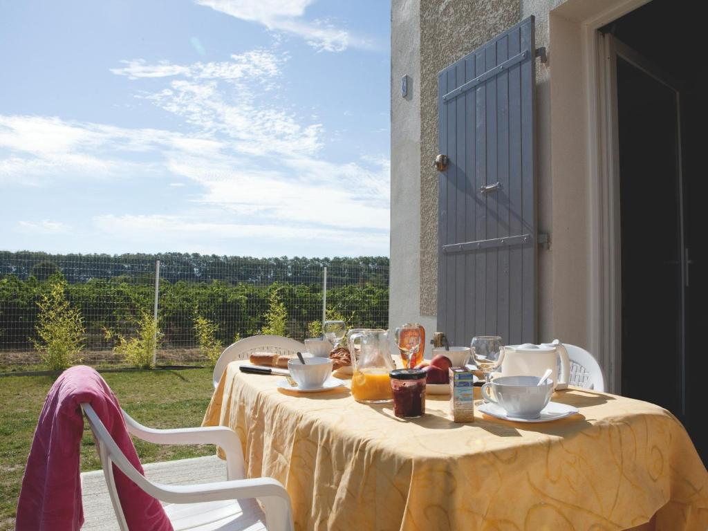 Appart 39 h tel vacanc ole le domaine d 39 enserune france for Appart hotel narbonne
