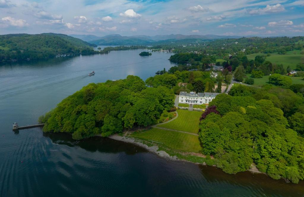 A bird's-eye view of Storrs Hall Hotel