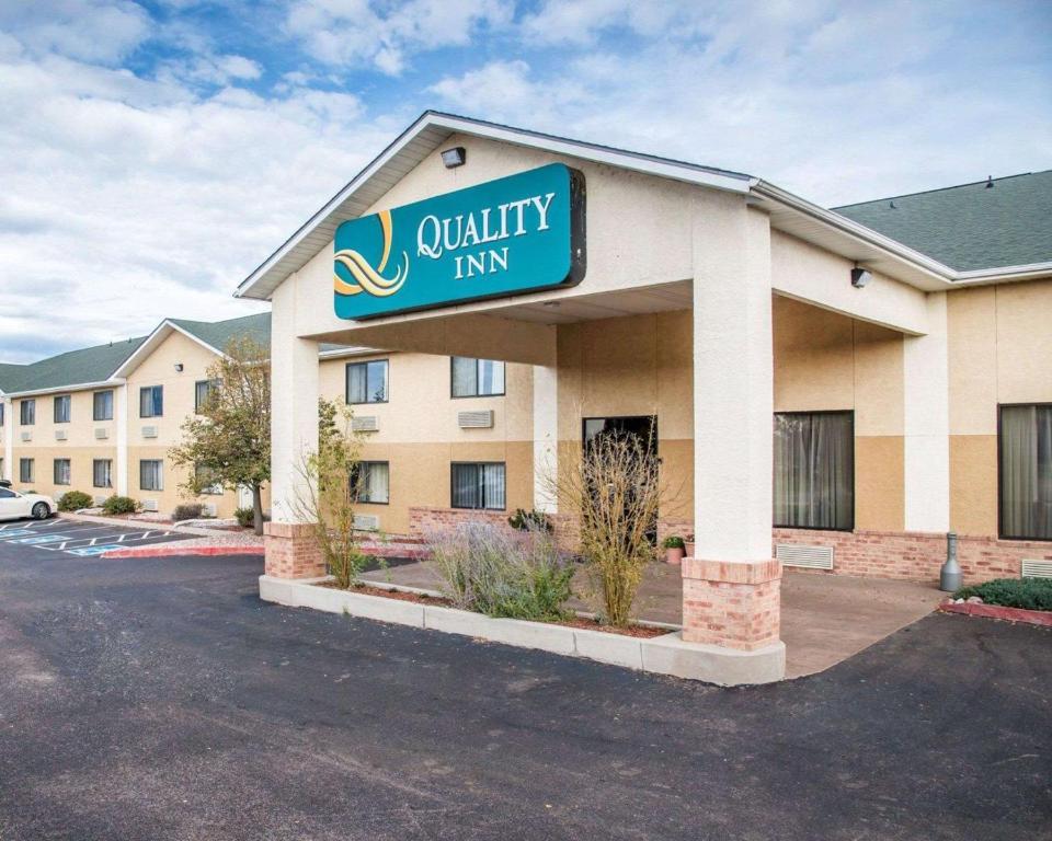 The Quality Inn Colorado Springs Airport.