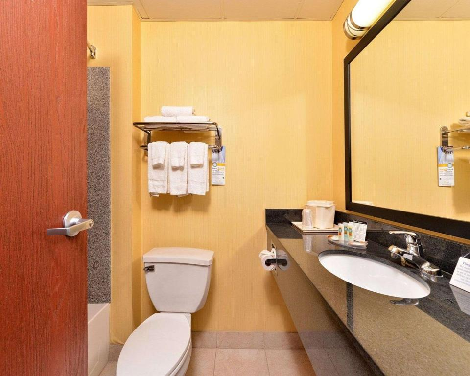 Quality Suites Stratford