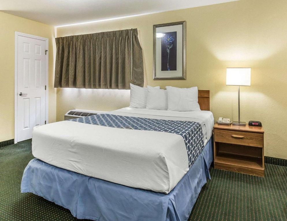 Suburban Extended Stay Hotel Fort Myers Fl Bookingcom
