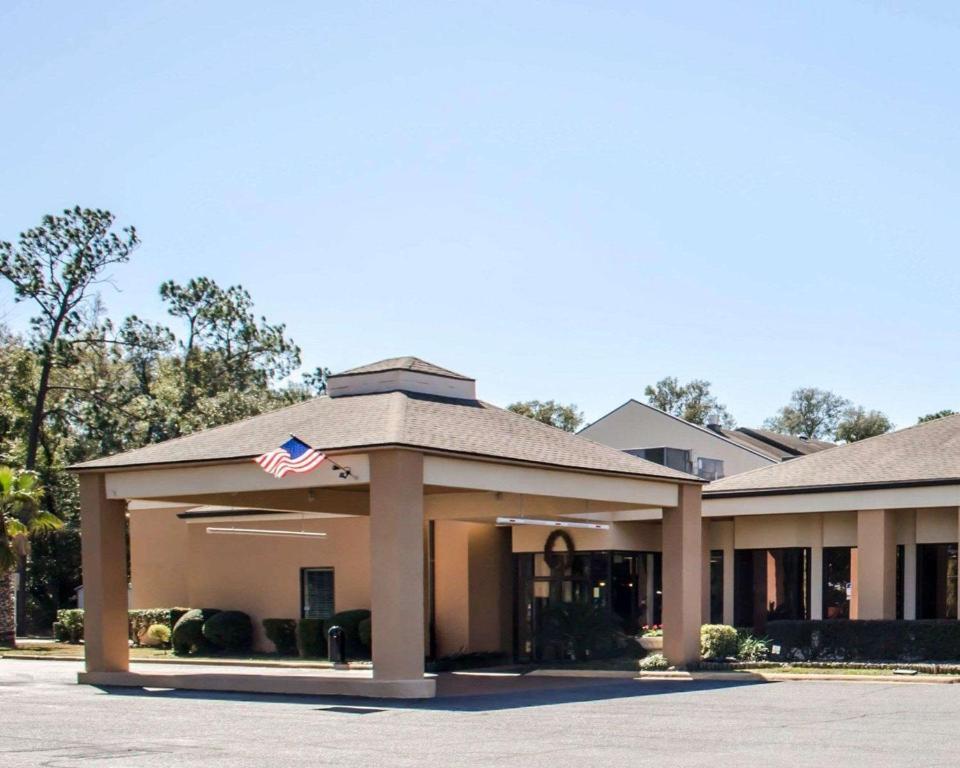 Quality Inn Pensacola Fl Booking Com