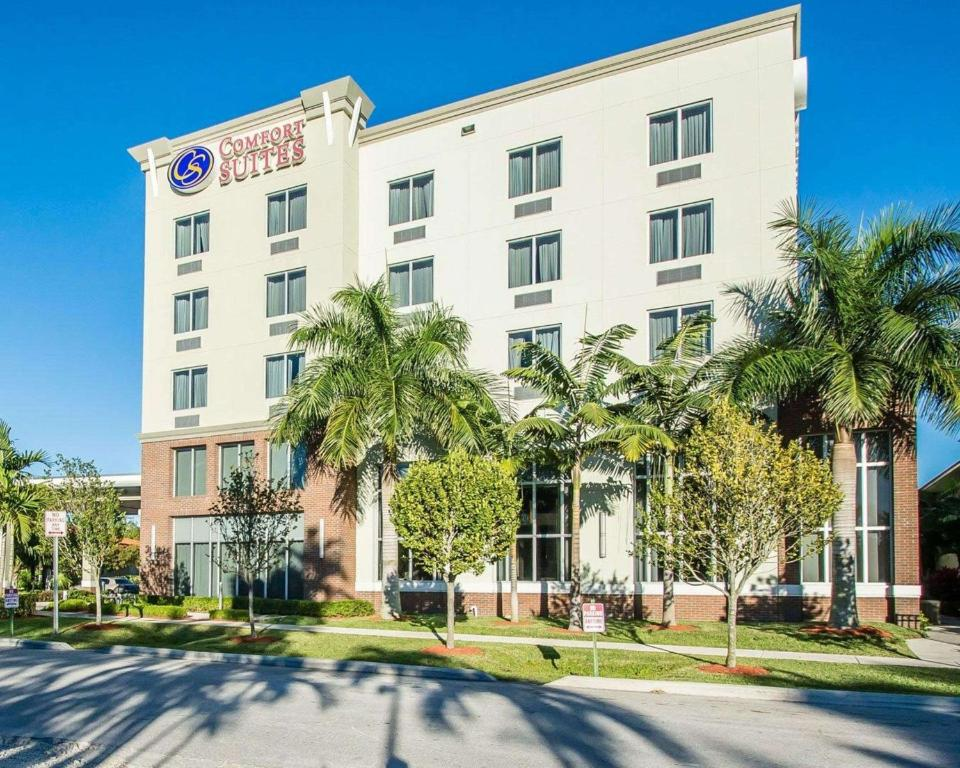 The Comfort Suites Miami Airport North.