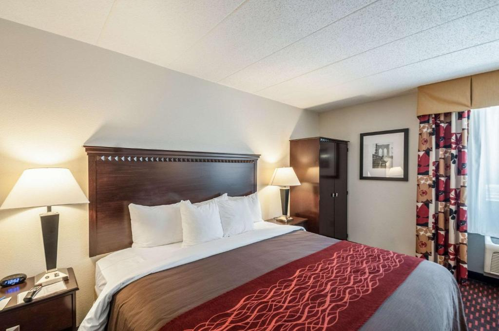 A bed or beds in a room at Quality Inn Annapolis