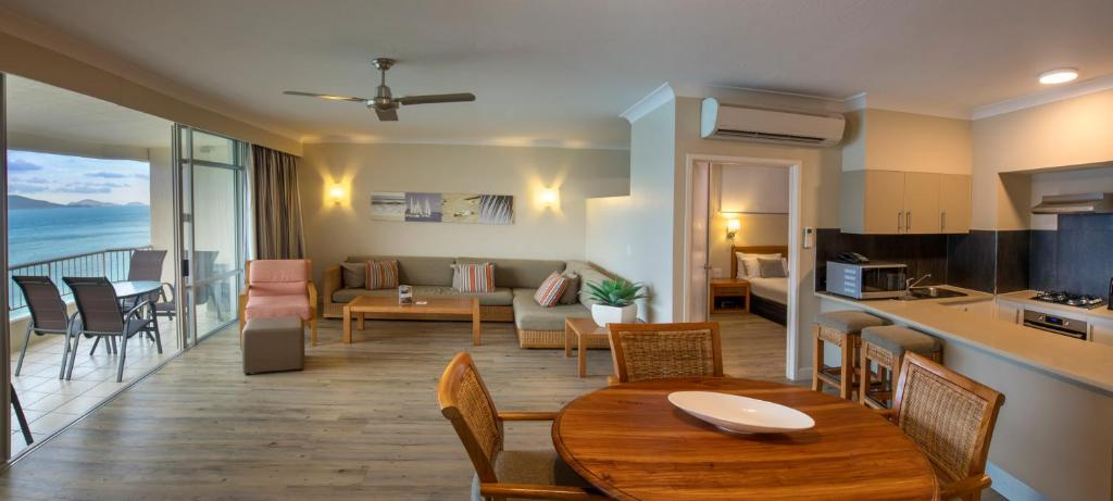 A Seating Area At Whitsunday Apartments