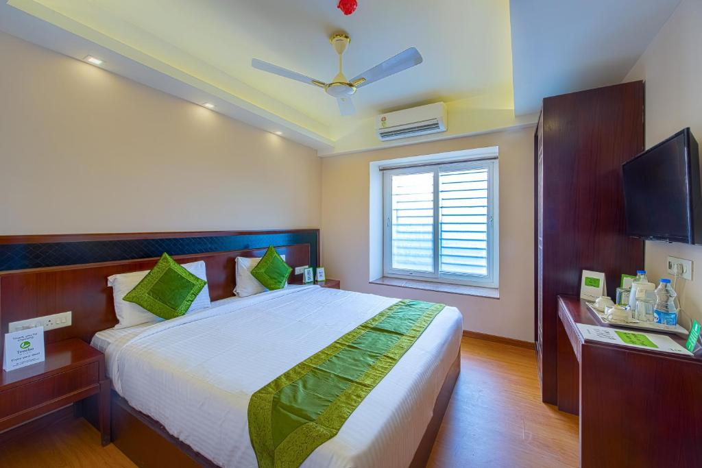 A bed or beds in a room at Treebo Trend Vedanta