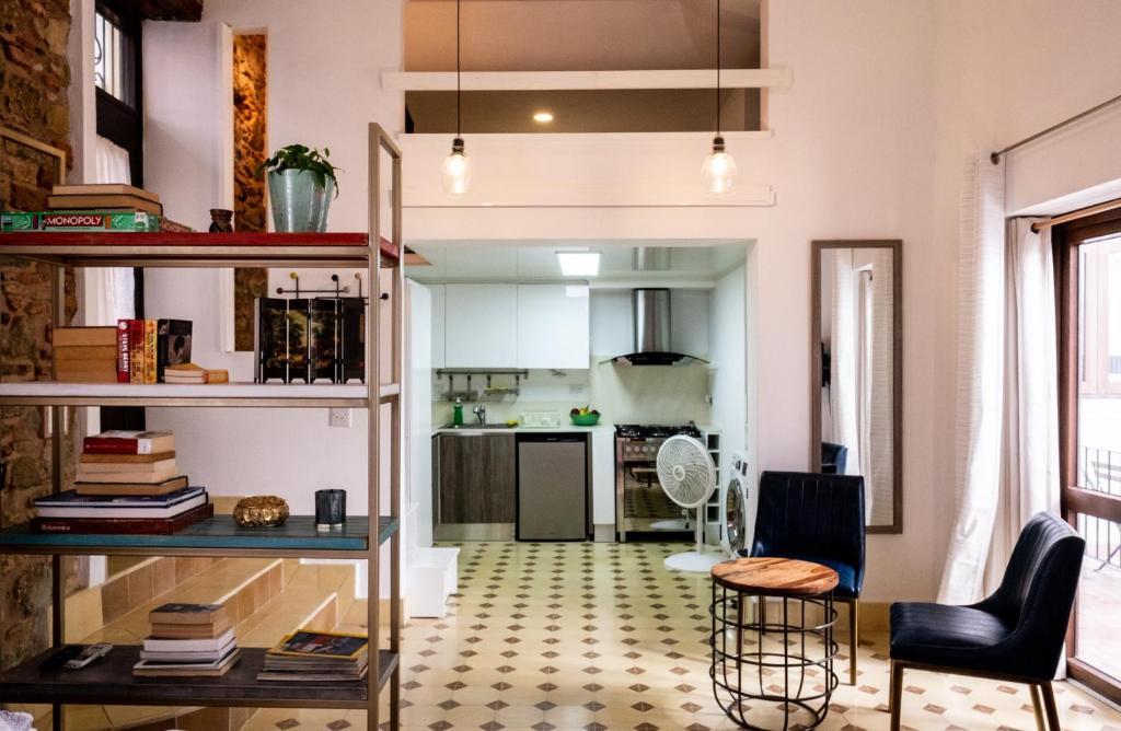 Apartment Small loft at Casa Neuman, Casco Antiguo, Panama City ...