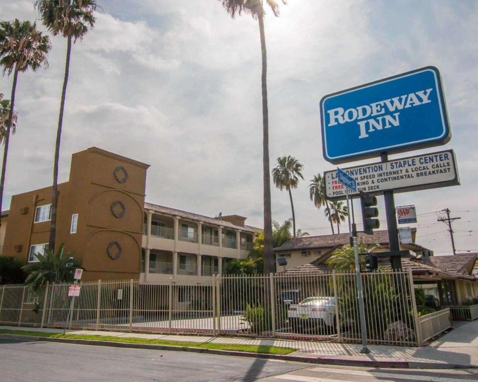 Rodeway Inn Los Angeles Convention Center.