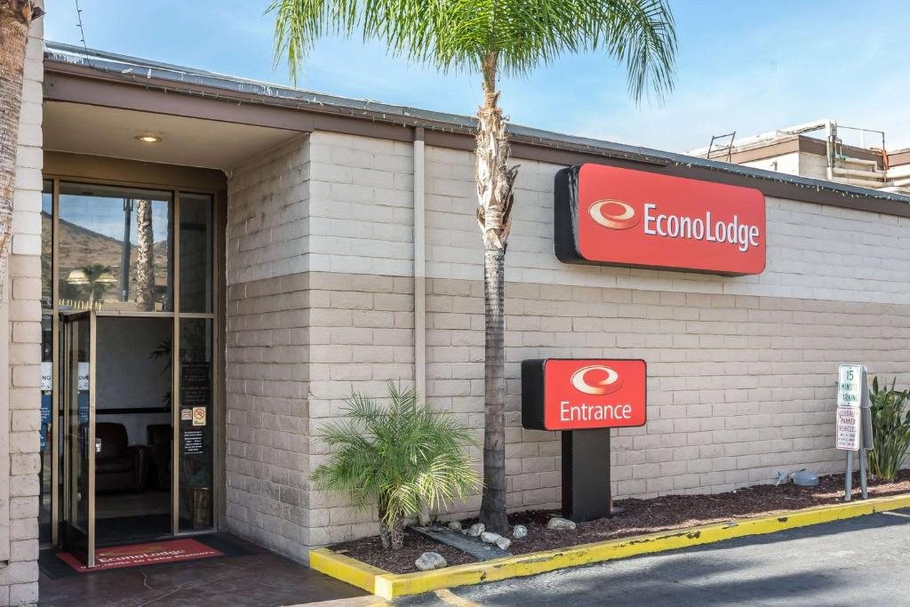 Econo Lodge Lake Elsinore Casino Ca Booking Com