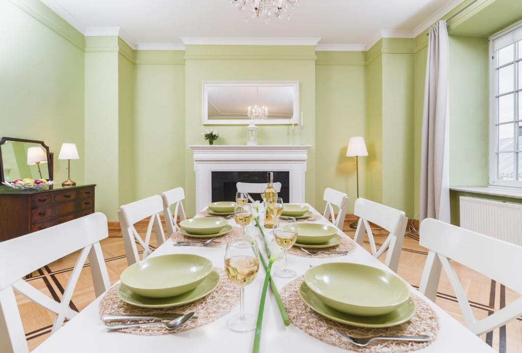 Restoranas ar kita vieta pavalgyti apgyvendinimo įstaigoje Apartamenty w Pałacu Pod Baranami