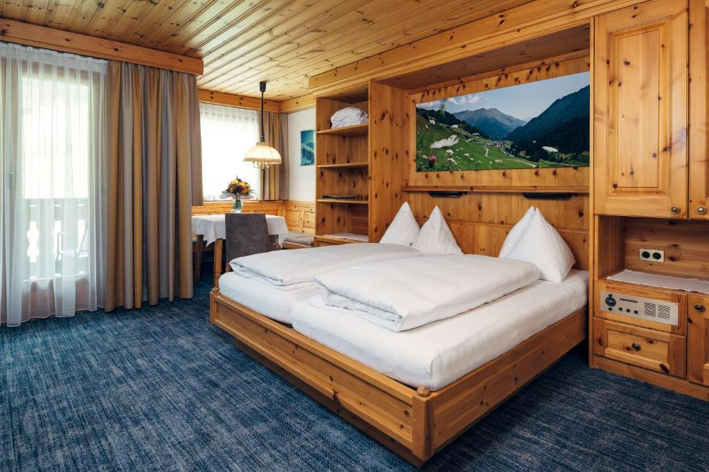 Wellnesshotel Engadin Schweiz Samnaun Booking Com