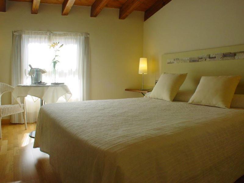 A bed or beds in a room at El Mirador de las Monjas