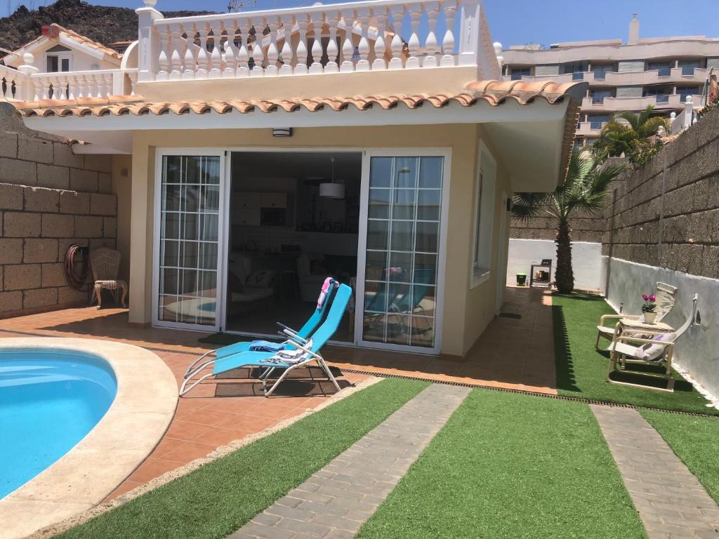 house with swimming pool in palm mar スペイン パルム マール