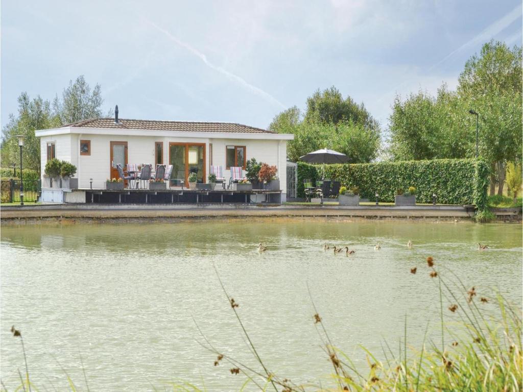 Bosch Kühlschrank Holiday : Two bedroom holiday home in molenschot niederlande molenschot