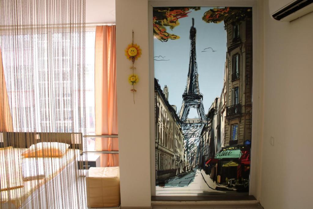 Апартамент Париж - Бургас