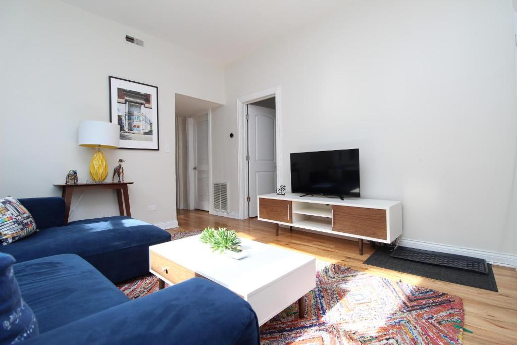 Enjoyable Apartment Bespoke Wicker Park Suite No 2 Chicago Il Download Free Architecture Designs Philgrimeyleaguecom