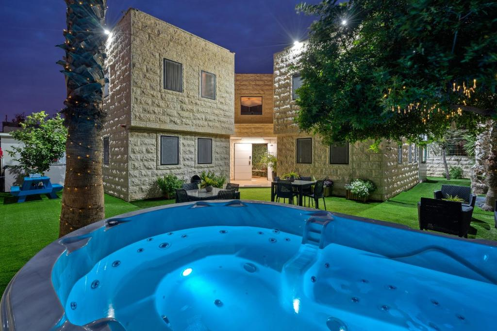 Basen w obiekcie La Finca ☆ luxury suites hotel ☆ lub w pobliżu