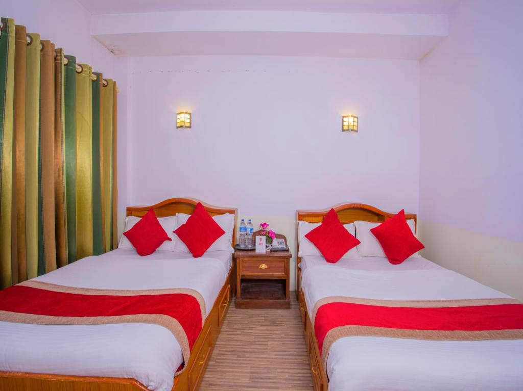 A bed or beds in a room at OYO 255 White Zambala Hotel