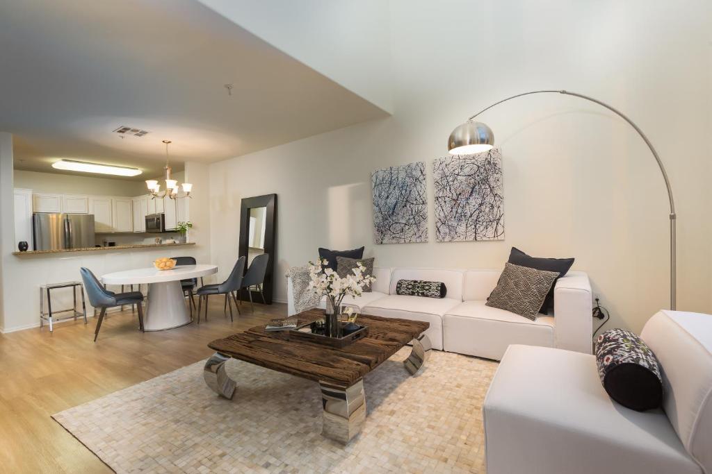 Apartment 3 Bedroom Stunning PH, Los Angeles, CA - Booking com