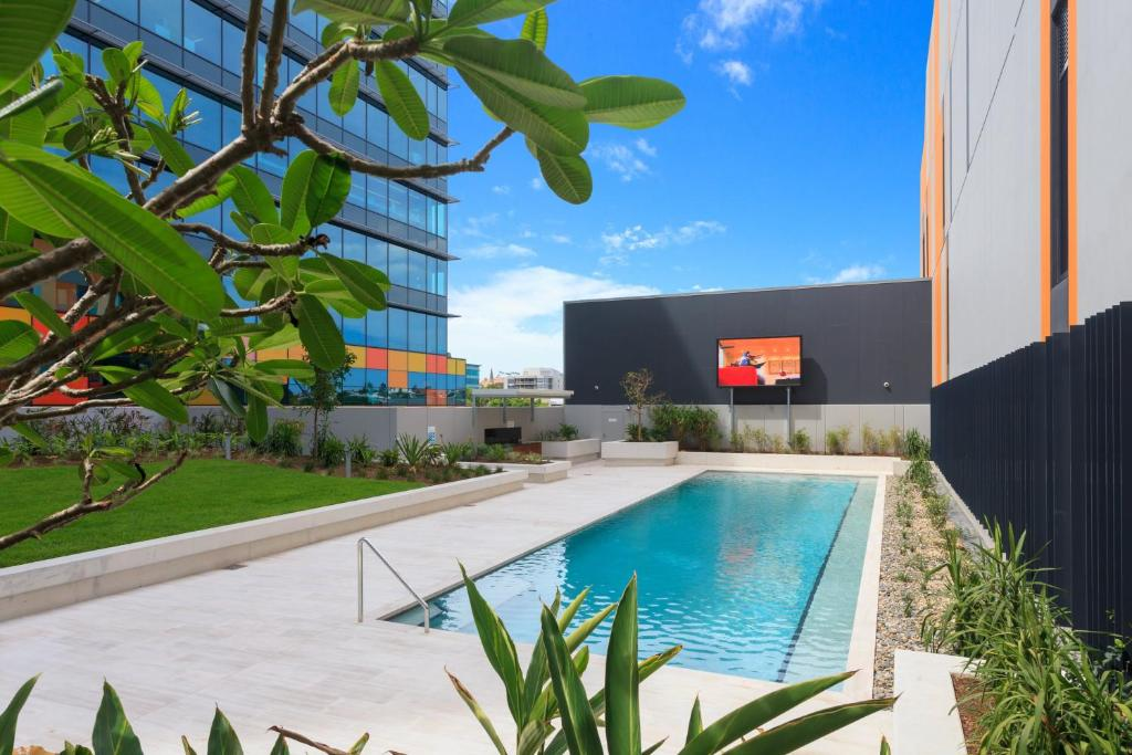 Keeping Cool On Connor Executive 2br Fortitude Valley Apartment With Pool And Views Brisbane