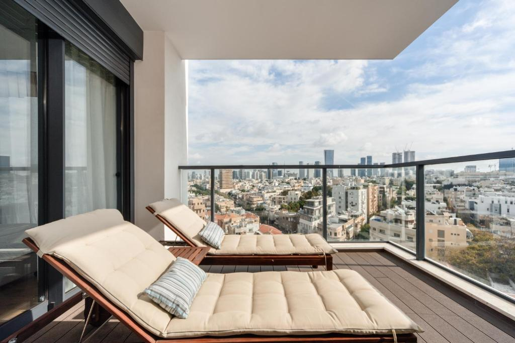 A balcony or terrace at Bezalel Project Deluxe Penthouse 4BR