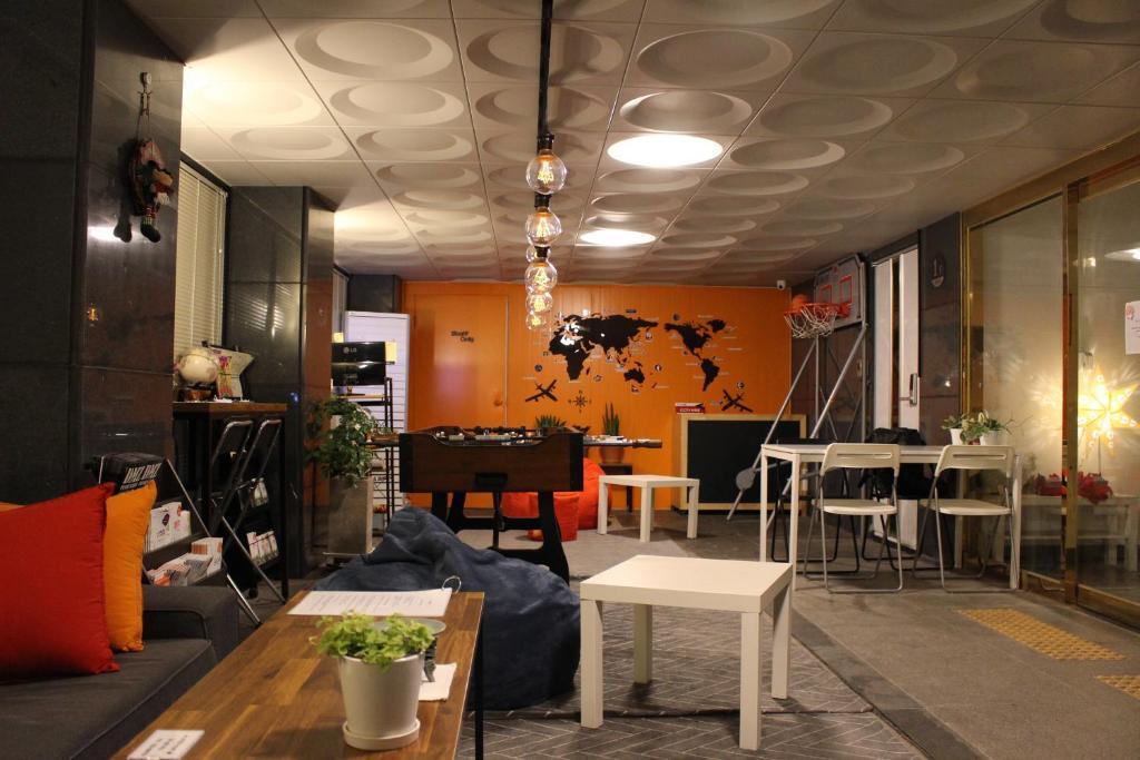 Restorāns vai citas vietas, kur ieturēt maltīti, naktsmītnē Bunk Guesthouse Hongdae2