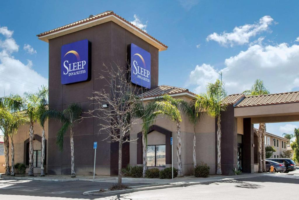 The Sleep Inn & Suites Bakersfield.