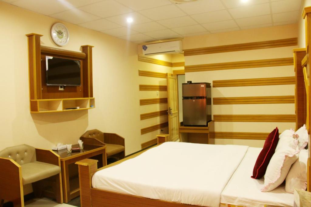 Hotel Crown Hyderabad, Pakistan - Booking com