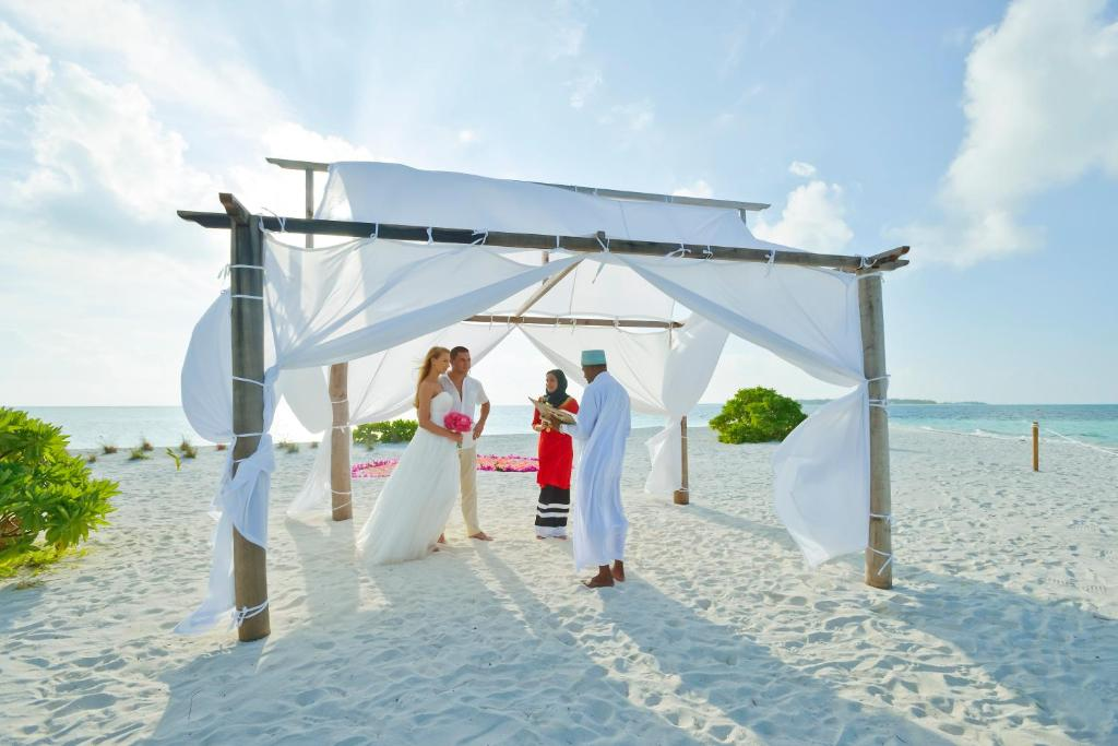 Свадьба в отеле Холидей Мальдивы