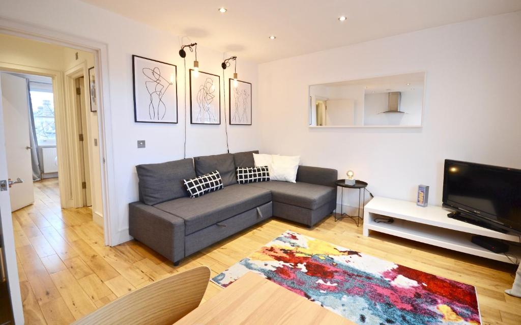 A Seating Area At Thrive Apartments London