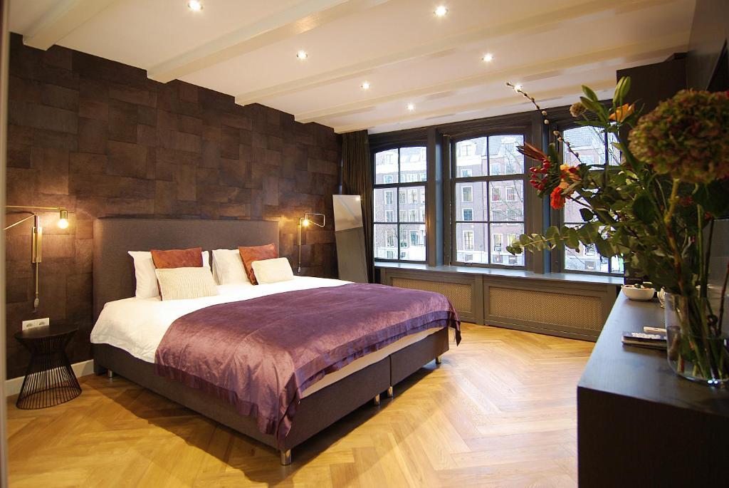 Llit o llits en una habitació de The Canal Bridge Suites