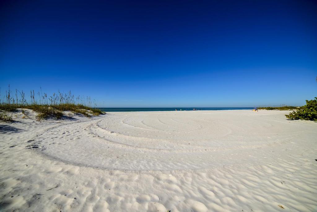 Beachfront Cottage, St  Pete Beach, FL - Booking com