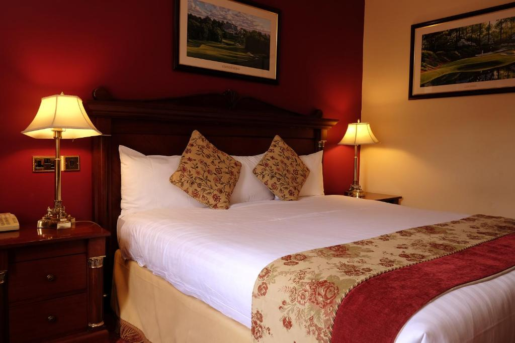 A bed or beds in a room at Racket Hall Country House Golf & Conference Hotel
