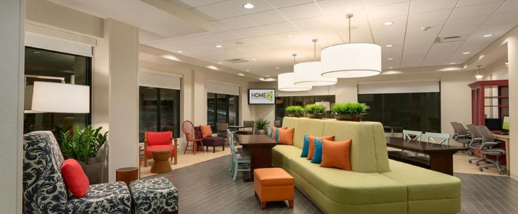 The lounge or bar area at Home2 Suites By Hilton Nashville Bellevue