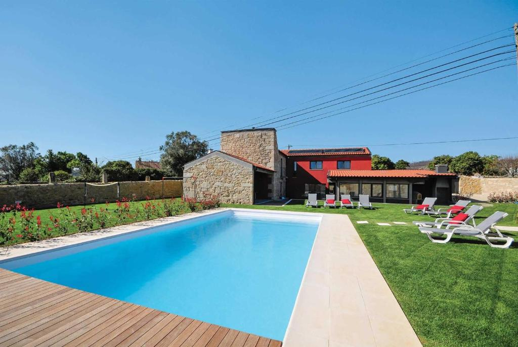 The swimming pool at or near Cruzeiro Villa Sleeps 8 Air Con WiFi