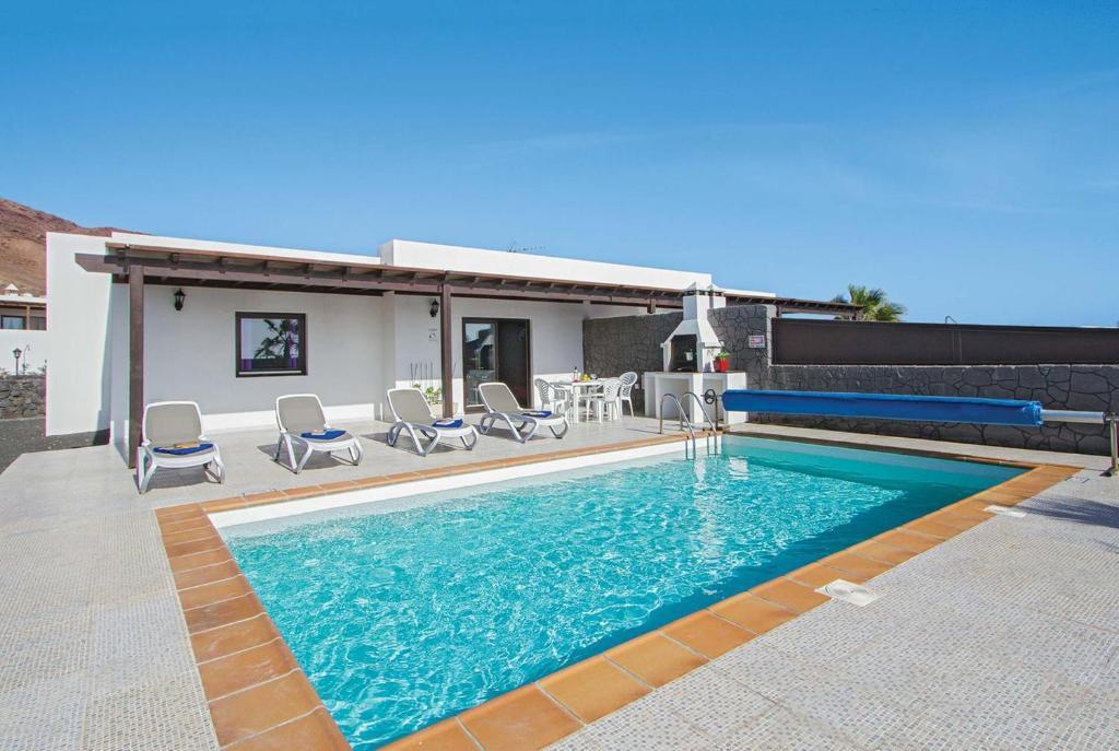 Playa Blanca Villa Sleeps 4 WiFi, Spain - Booking.com