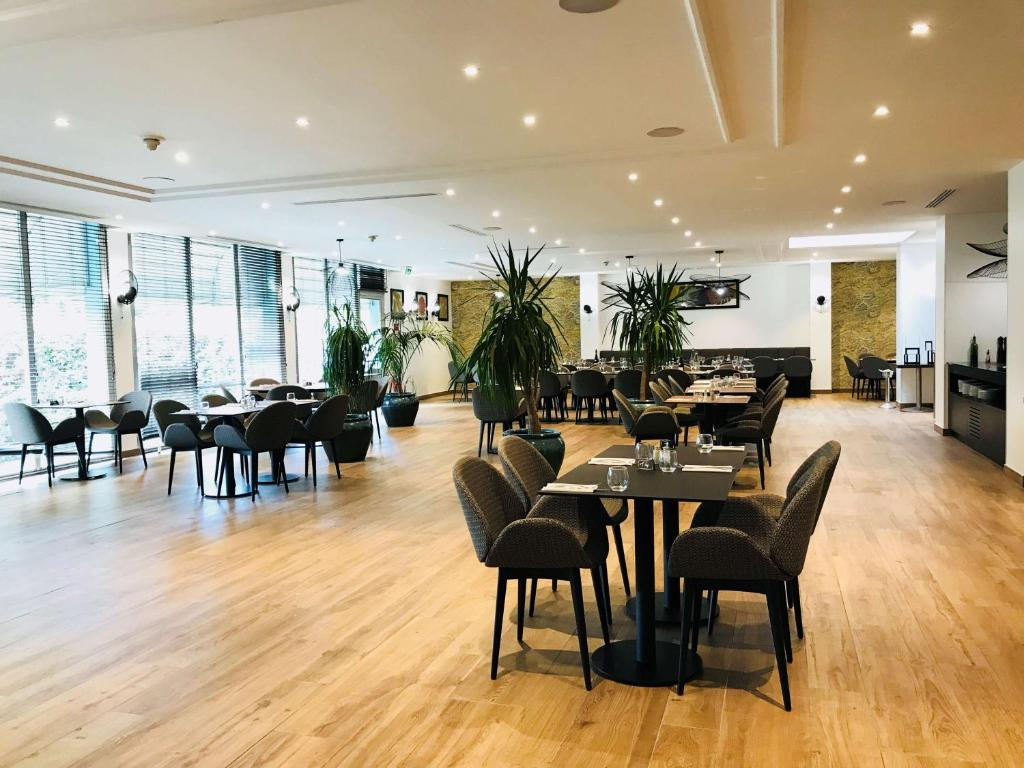 A restaurant or other place to eat at Best Western Paris CDG Airport