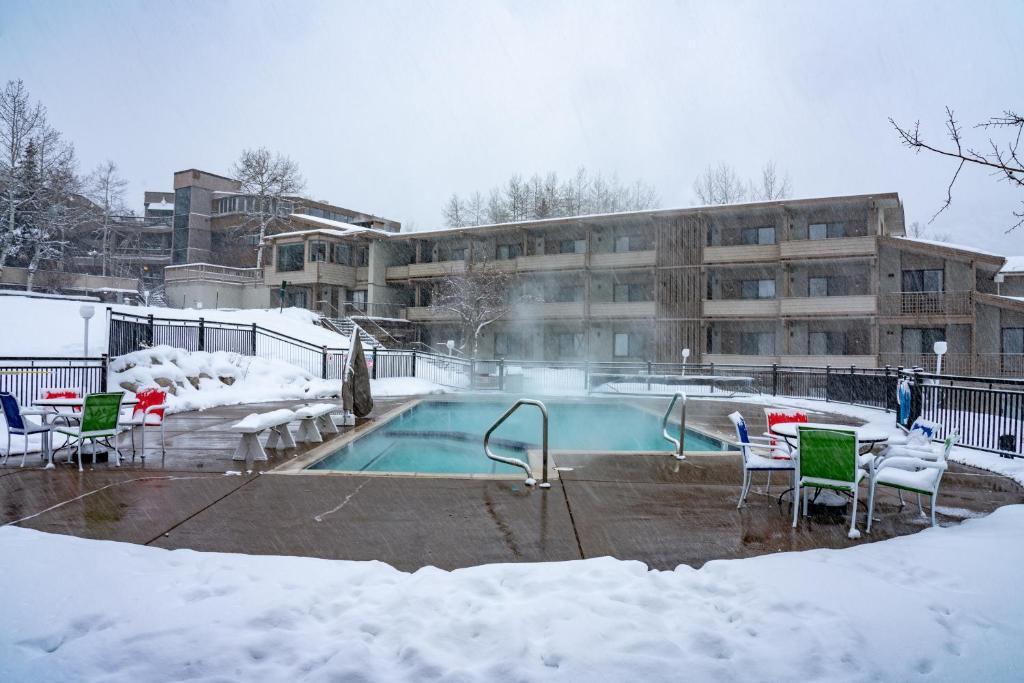 Pokolodi Lodge during the winter