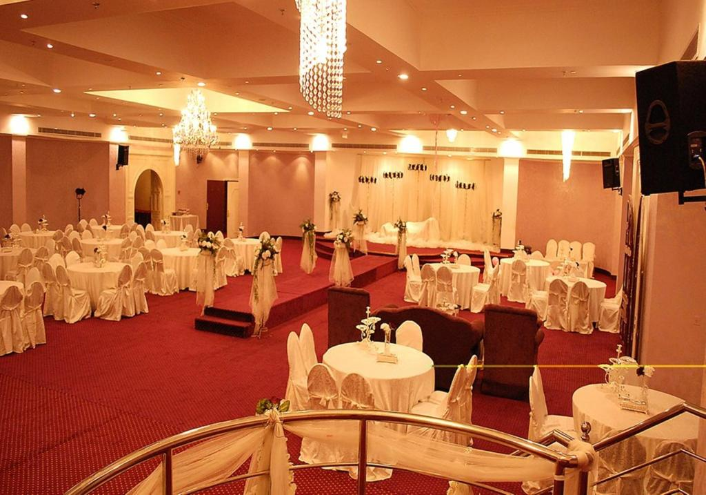 Al waha hotel for families only jeddah updated 2018 prices junglespirit Image collections