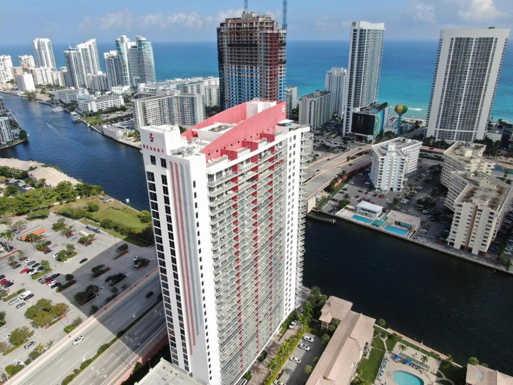 A Birdu0027s Eye View Of Hallandale Beach Apartments By 1stHomeRent