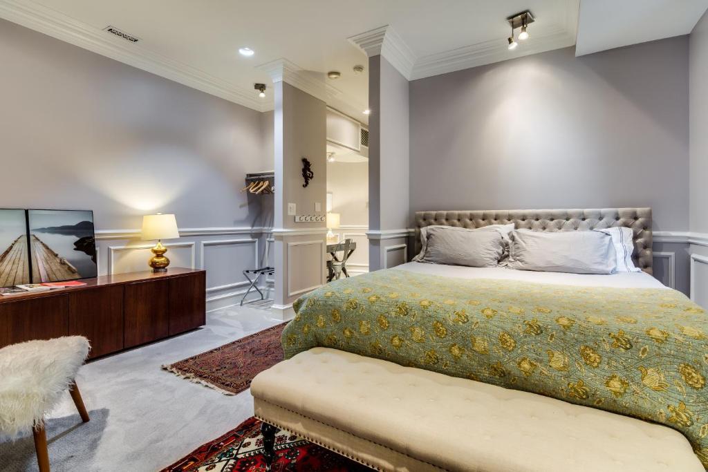 Łóżko lub łóżka w pokoju w obiekcie Ruby Room Inn