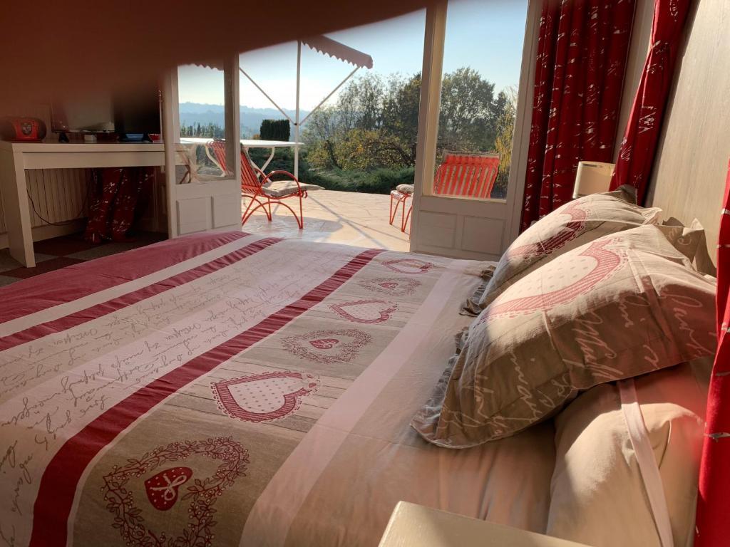 Un ou plusieurs lits dans un hébergement de l'établissement La marquiere