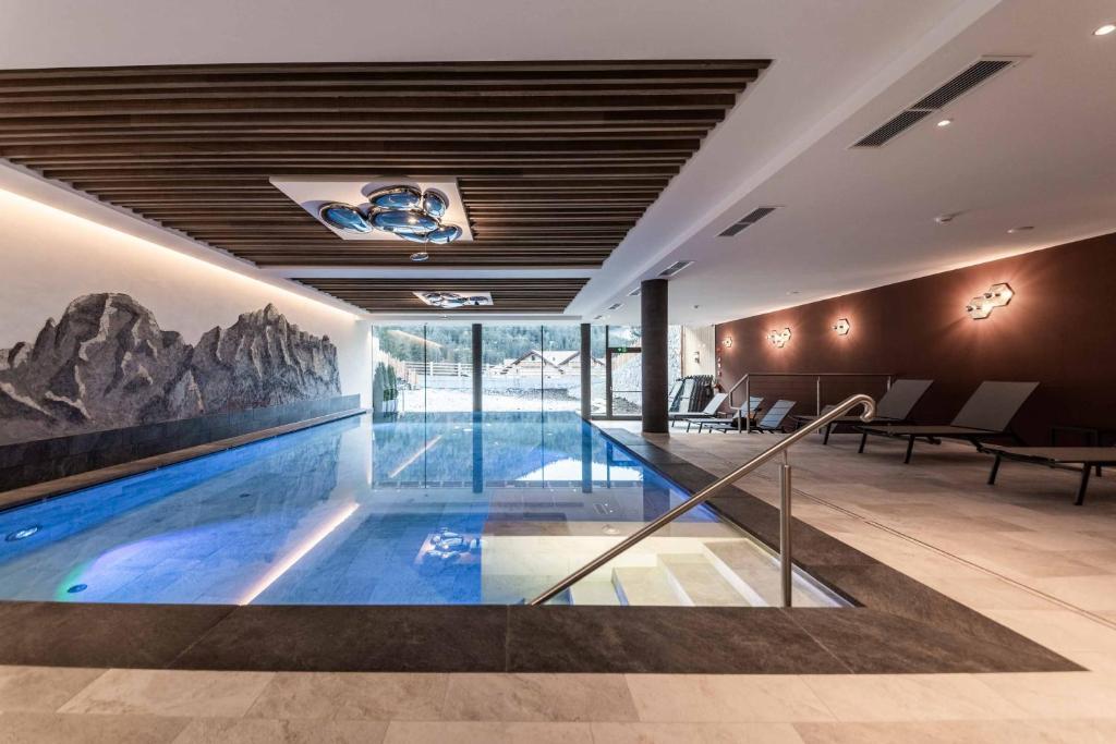 Der Swimmingpool an oder in der Nähe von Garni Diamant