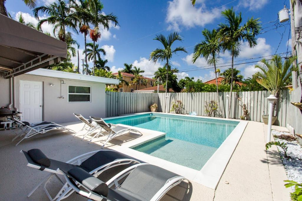 Luxury 4BR Home Heated Pool - 5 Minutes Walk to Beach, Hollywood ...