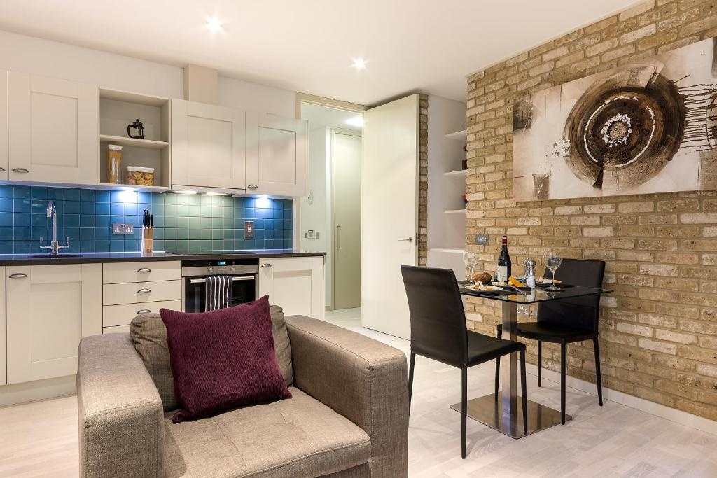 A seating area at Farringdon Serviced Apartments