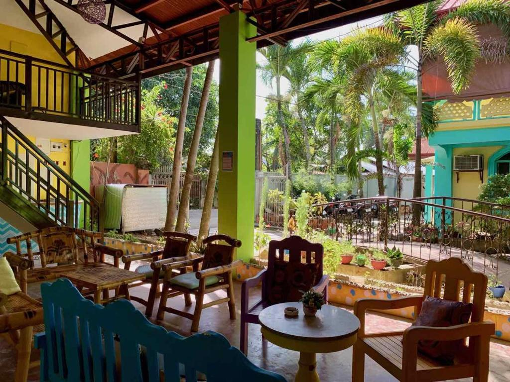 A restaurant or other place to eat at Colors Boutique Hostel