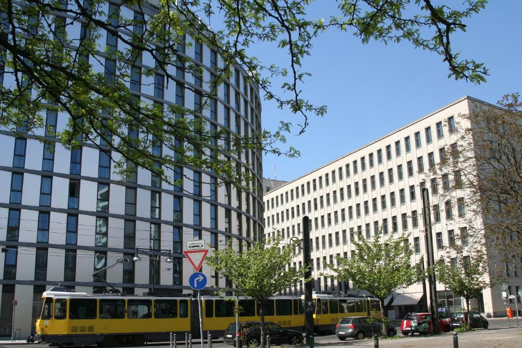 Apartment holiday alexanderplatz berlin germany for Alexanderplatz hotel