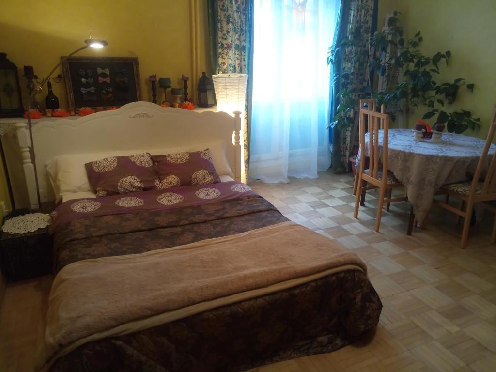 Tempat tidur dalam kamar di Лучшее место!